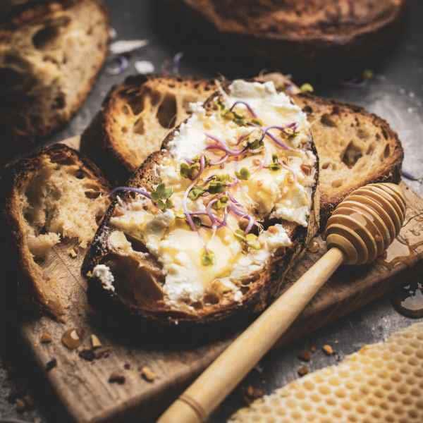 photographe culinaire miel tartine ricotta