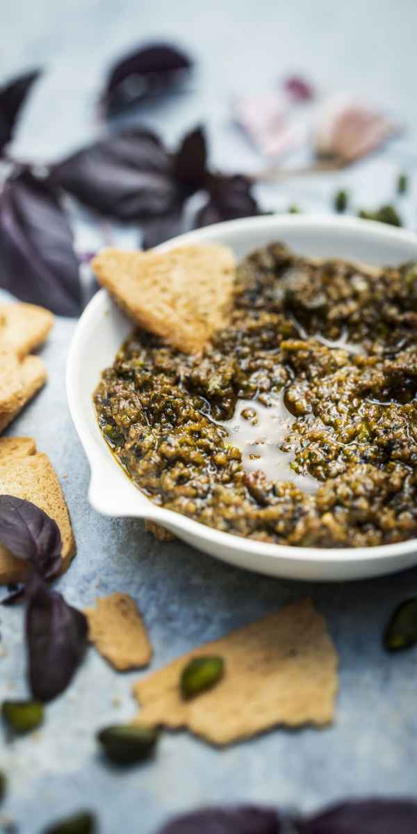 photographe culinaire pesto olives daylight