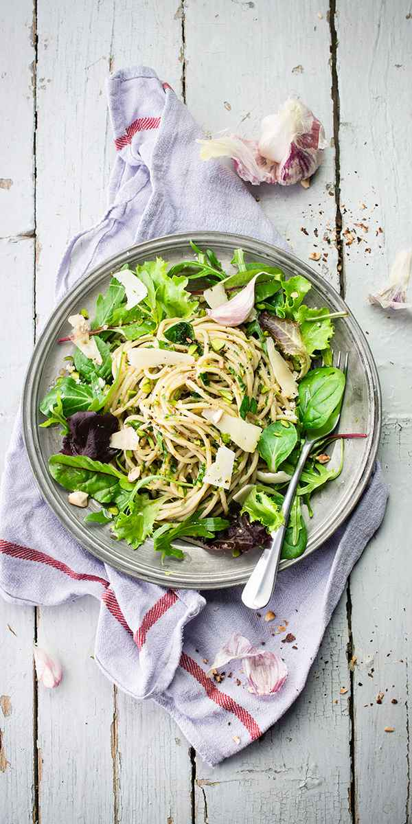 photographe culinaire spaghetti en salade