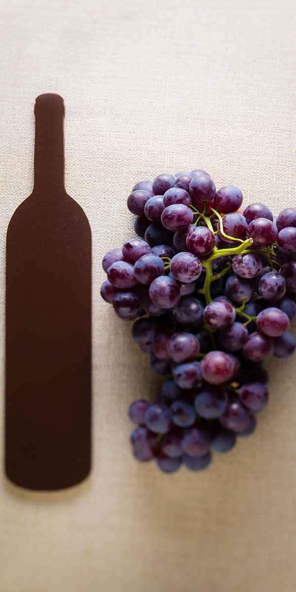 photographe nature morte bouteille vin raisin