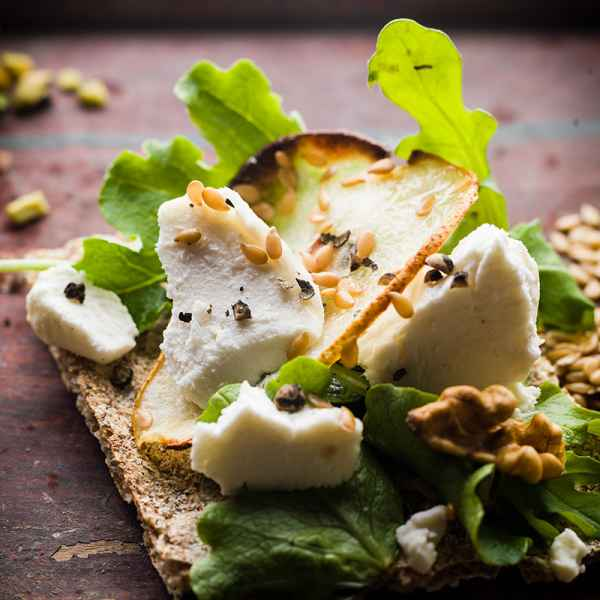 photographe culinaire tartine chevre poire