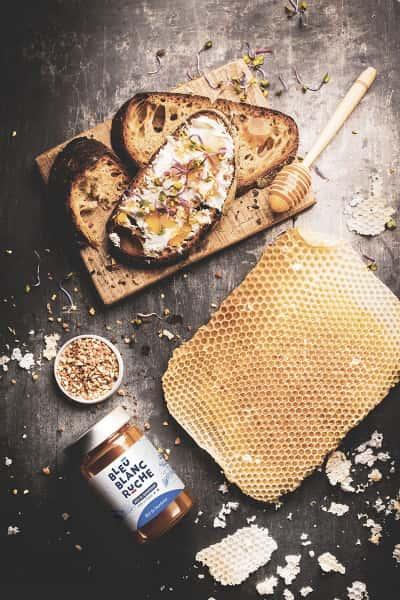 photographe culinaire bleu blanc ruche miel bourdaine