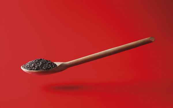 photographe culinaire post production levitation cuillere graines chia